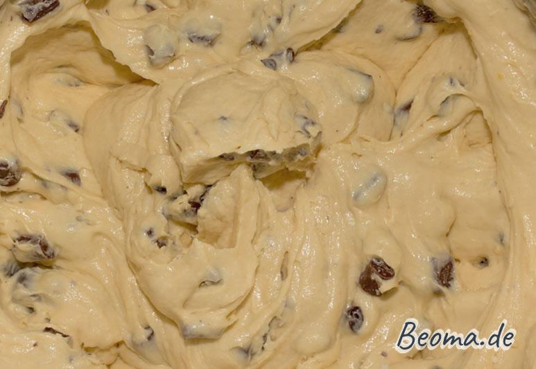 Cremiger Cookie Teig mit Schokostückchen