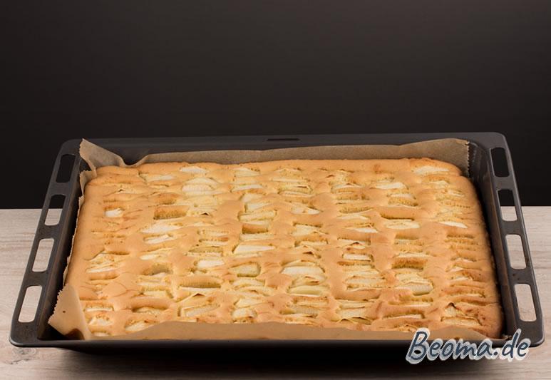 fertiger Apfelkuchen vom Blech